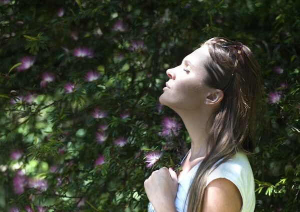 A 5-Step Mindfulness Grounding  Technique To Ease Anxiety & Why Mindfulness Works